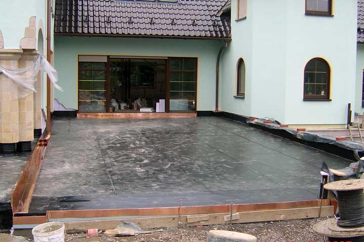 Terrassenabdichtung in Scheibe-Alsbach einschließlich Dampfsperre, Gefälledämmung, sowie Entwässerung und Verblechung