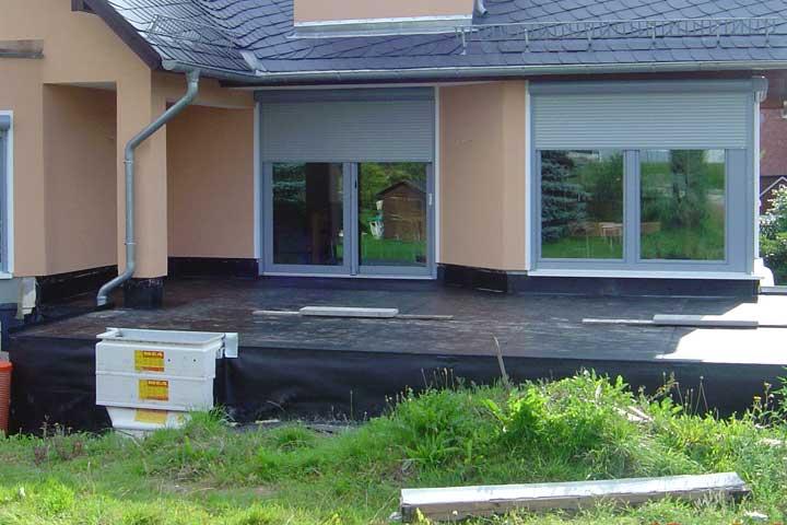 Terrassenabdichtung in Chemnitz-Euba einschließlich Dampfsperre, Gefälledämmung, sowie Entwässerung und Verblechung