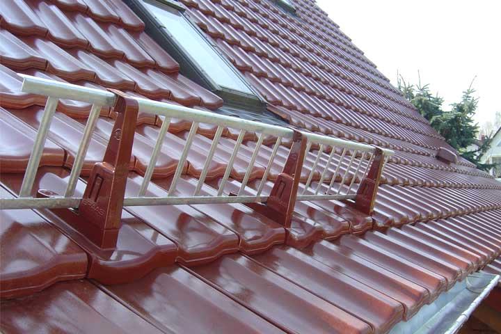 Dacheindeckung mit Tondachziegel (Rupp Topas) engobiert in Chemnitz einschließlich der Entwässerung und Verblechung