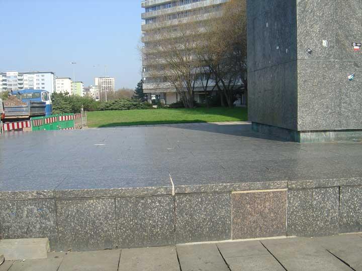 Sockelabdichtung am Karl Marx Monument in Chemnitz - Gutjahr Drainage